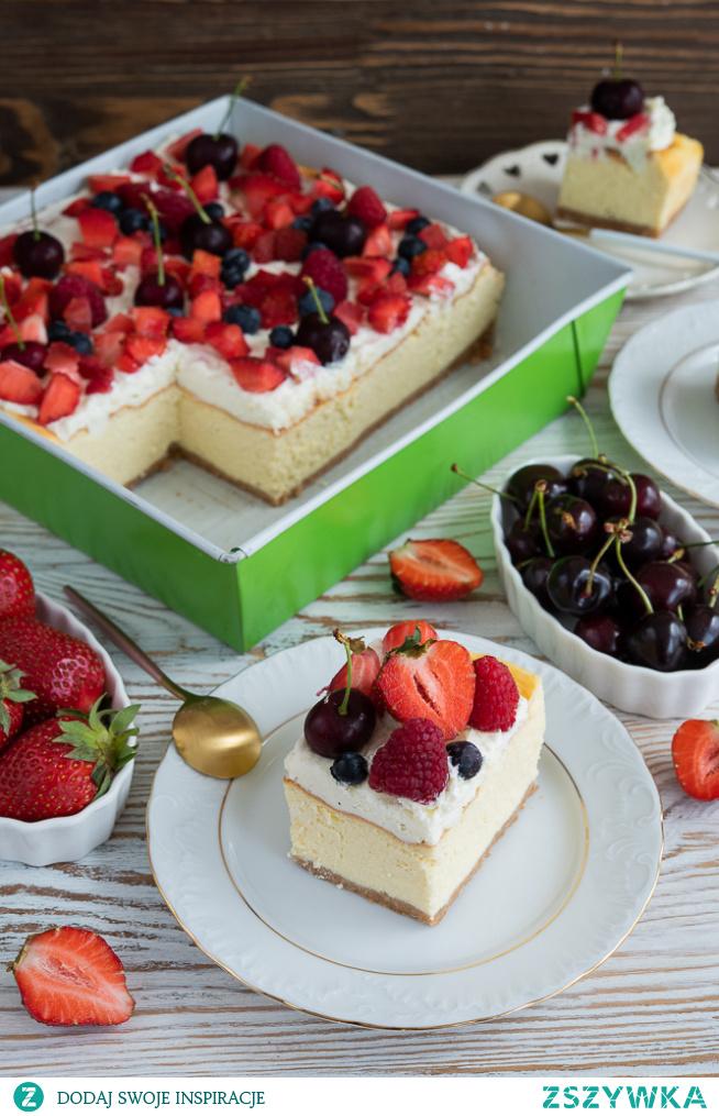 Sernik tradycyjny z mascarpone i owocami