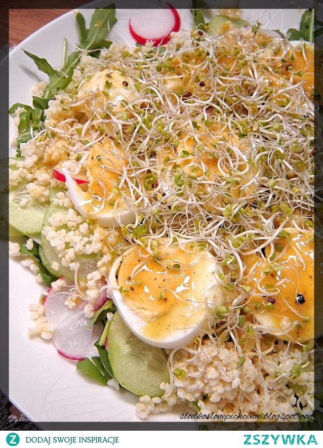 Sałatka z kaszą jaglaną, jajkiem i rzodkiewką