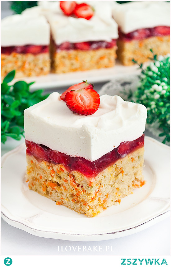 Ciasto marchewkowe z truskawkami