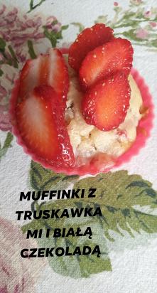 Muffinki z truskawkami i bi...