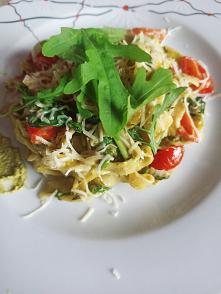 Brak pomysłu na obiad ? Tagliatelle z pesto i pomidorkami koktajlowymi ♥️♥️♥️...