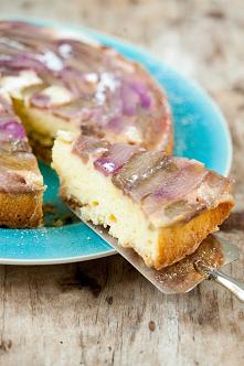 obrócone ciasto z rabarbarem