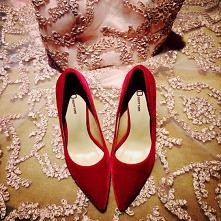 Piękne Czerwone Skórzany Zu...