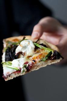 Pizza ze szparagami, botwin...
