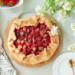 Najlepsza tarta rustykalna z rabarbarem i truskawkami