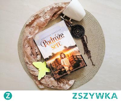 """Książka na prezent Książka zachwyci wszystkich miłośników tych ziem i historii, która została umiejętnie wpleciona w piękną i wzruszającą fabułę. """"Podróże serc"""" - Agnieszka Panasiuk"""