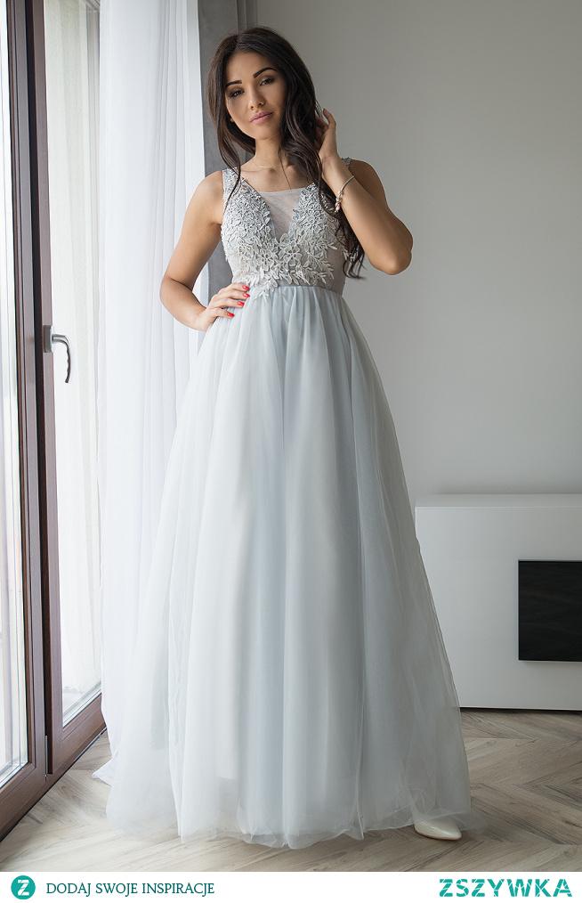 MERCEDES - Długa sukienka tiulowa z gipiurami szara