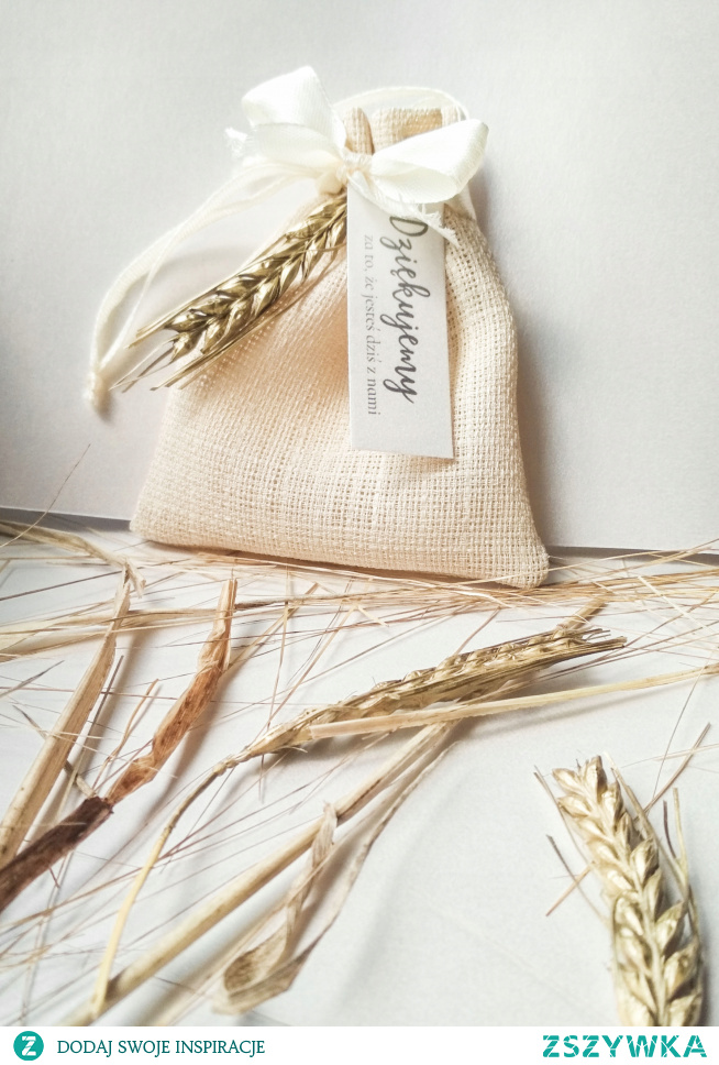 złocone kłoski, lniany woreczek i karteczka z podziękowaniami - idealne opakowanie słodkości lub innych rzeczy, które chcesz podarować swoim gościom :)