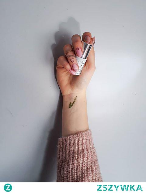 Everyone needs a little inspiration from time to time. @vasconailspolska 302 Skin  077 Violet dress 903 Supernova by Iwona Friede - Hadar . . . . . . #nails #nailstagram #nailsinspiration #nailart #vasconails #inspiration #girl #polishgirl #polskadziewczyna #pink #tattoo #unicorn #blogger #paznokcie #manicure #manicurehybrydowy #jewelry #rosefield #brandambassador #inspiracjepepco @pepcopl @interdruk_official @rosefield