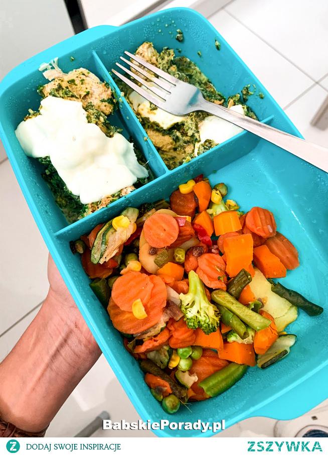 Szybki Obiad do Pracy: Kurczak z Warzywami i Mozzarellą