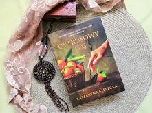 """""""Cytrusowy gaj"""", to bardzo mądra powieść z wartką i wciągającą fabułą, realnymi bohaterami, a wydarzenia rzeczywiste, jakby zdarzyły się naprawdę."""