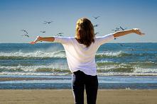 Hotele czy domki nad morzem? Gdzie na wakacje?  Nadszedł czas wakacji i poszukiwania miejsc noclegowych. Ofert jest mnóstwo! Jak wybrać najlepszą dla nas? Przyglądamy się wadom ...