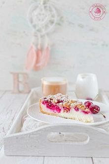 Tarta sernikowa z malinami i kruszonką