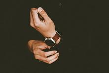 Zegarki – Jak wybrać prezent dla mężczyzny?  Szczęśliwi też liczą czas! Do tego w końcu służą zegarki! Idealnym prezentem dla bliskiego mężczyzny jest męski zegarek. Na rynku do...
