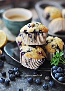 Puszyste ŁATWE Babeczki z BORÓWKAMI – Muffiny. Przepis po kliknięciu w zdjęcie.