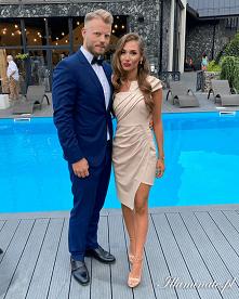 Beżowa sukienka na wesele z...