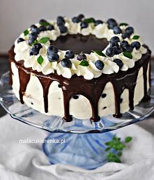 Prosty Kremowy Tort BEZ PIECZENIA z polewą czekoladową. Przepis po kliknięciu w zdjęcie.