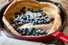 Pieczony naleśnik z owocami