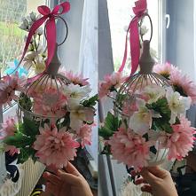 #mały #stroik   #sztuczne #kwiaty  biała klatka  -pepco kwiaty  - kwiaciarnia  gąbka florystyczna :)  Coś byście dodali? Może trochę zieleni ? światełka?