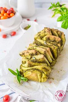 Odrywany chlebek z pesto - ...