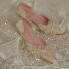 Zaloguj się, aby otrzymać V Coins za udostępnienie! Poleć znajomym Eleganckie Szampan Perła Płaskie Buty Ślubne 2020 Satyna Cekiny Szpiczaste Ślub Sandały
