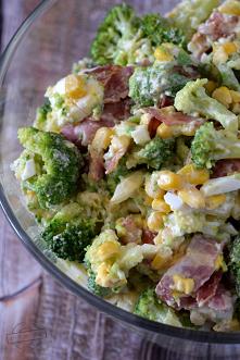 Sałatka brokułowa z boczkie...
