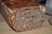 Domowy orkiszowy chleb na z...