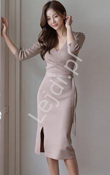 Elegancka dzianinowa sukien...