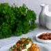 Pipomysł na eczone ziemniaki z serkiem czosnkowym oraz boczkiem