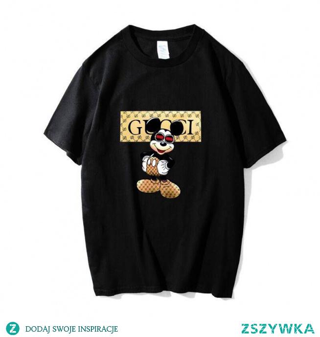 2017AW GucciグッチスーパーコピーGucci print ウォッシュドTシャツ最高級N級品のgucci服スーパーコピーN級品偽物激安通販専門店tshirtdo.com  ディズニー ミッキー × グッチ オーバサイズ Tシャツ メンズ オフホワイト 2020年春夏  遊び心あふれるミッキーマウスのモチーフと、GUCCI ヴィンテージ ロゴを組み合わせた、オフホワイト コットンジャージーのTシャツ。オーバーサイズのフィットに仕上げています。グッチの最新コレクションでは2020年の干支である子年(ねずみどし)にちなみ、ミッキーマウスをカラフルなプリントやエンブロイダリーパッチ、ジャカードモチーフでウェアやアクセサリーに取り入れました。  グッチ ミッキーカットソー 半袖コピー 男性向け トップスコットン  グッチ Tシャツ 半袖 トップスコピーgucci ブランド tシャツ 可愛い編み物豚付き  DISNEY x GUCCI © Disney オフホワイト オーガニックコットンジャージー ミッキーマウス プリント入り GUCCI ヴィンテージ ロゴ クルーネック オーバーサイズフィット グッチ コットン Tシャツブラック ヴィンテージロゴ ダメージ加工  グッチスーパーコピーTシャツ グッチ服 GUCCI 17SS GG LOGO PRINTED T-SHIRTS グッチスーパーコピー GUCCI 17SS GG LOGO PRINTED T-SHIRTS 8030927 グッチ服スーパーコピー、グッチ パーカー コピーN級品通販、スーパーコピー服専門店   素材構成: コットン 生地手触り感じが柔らかく、快適で肌にやさしく、吸湿性と通気性があり、柔らかく素朴です。これからの季節にピッタリな長袖のトップス。  このレディーストップスは強い汗吸収、肌にやさしい。通気性と着心地の良いです。  【ルームウェアに】細身のシルエットで、丈感はお尻にかかるくらい動き易いタイプ、着心地も快適。スッキリした印象を与えてくれます。  オーバーサイズなシルエットで、ゆったりした着心地と、ストリート テイスト溢れる着こなしを可能にしています。  ☆ジョガーパンツと合わせてストリートに着こなすのも、スラックスと合わせてきれいめに着こなすのも相性抜群。