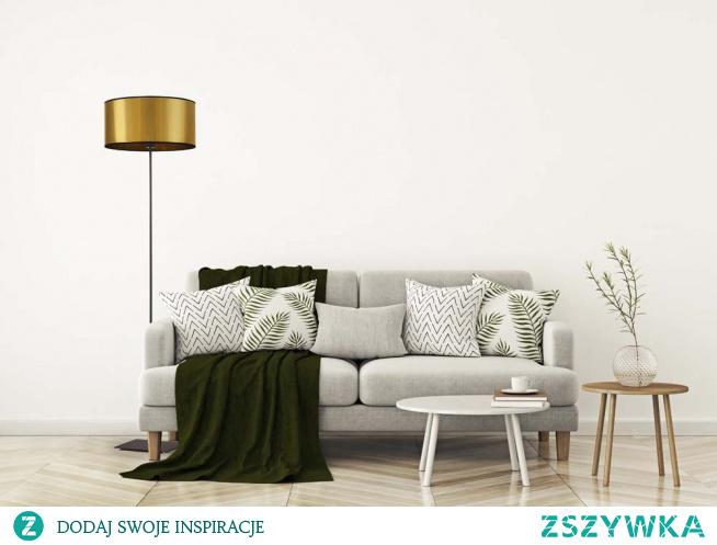 Lampa podłogowa SOFIA MIRROR to doskonały wybór dla miłośników prostoty i funkcjonalności. Solidna konstrukcja, cylindryczny abażur, polskie, wysokiej jakości surowce to tylko niektóre z cech wyróżniających tą lampę. Bez wątpienia stanie się idealnym dodatkiem wyrafinowanego salonu, stylowej sypialni czy klasycznego pokoju dziennego. Wysokość lampy wynosi 156 cm, co sprawia że idealnie nada się do każdego typu pomieszczeń - tych dużych, i tych małych.  Do wyboru mamy dwa kolory abażurów (złoty, miedziany).