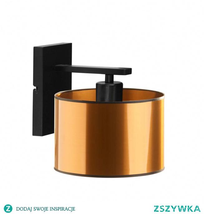 Oświetlenie ścienne SPLIT MIRROR zachwyca swoim designem. Nowoczesna forma lampy przyciąga uwagę na swój zjawiskowy, lustrzany abażur. Geometryczny korpus kinkietu perfekcyjnie przylega do powierzchni, a abażur w kształcie walca dopełnia całość prostotą i elegancją. Kinkiet SPLIT będzie świetnym uzupełnieniem pokoju młodzieżowego, salonu, przedpokoju, przestrzeni restauracyjnej lub designerskiego wnętrza hotelowego.  Do wyboru mamy dwa kolory abażurów: (złoty, miedziany).