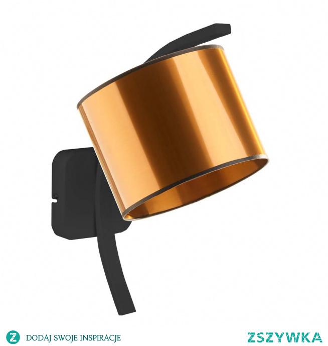 Kinkiet TEKSAS MIRROR to designerska lampa ścienna, która zaspokoi gusta nawet najbardziej wymagających klientów. Ramię kinkietu ułożone jest pod skosem tak, by odbić światło i rozproszyć je na całą powierzchnię wnętrza. Wykonany z metalu malowanego proszkowo na kolor złoty lub miedziany gwarantuje znakomitą jakość produktu i długi okres użytkowania. Abażur wykonany jest z najwyższej jakości materiału PVC. Ten oryginalny, klasyczny kinkiet ozdobi ściany w salonie, sypialni, kuchni czy przedpokoju. Wysokość lampki wynosi 33 cm.  Do wyboru mamy dwa kolory abażurów: złoty, miedziany.