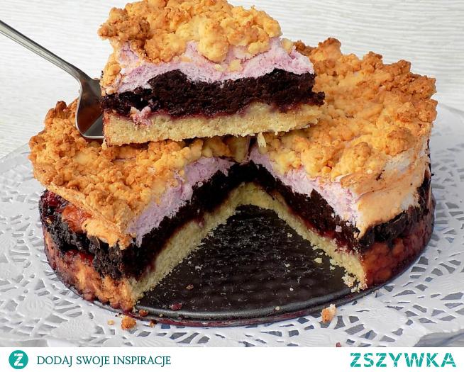 Pyszne ciasto warstwowe sypane.