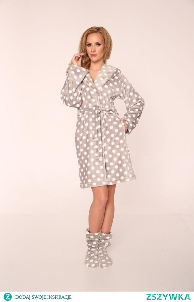 Idealny dodatek do jesiennej pidżamy to absolutnie zawsze będzie miękki szlafrok! W tym sezonie polecamy de lafense kropki 355 szlafrok damski.