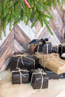 Rustykalna woskowana konsola z litego drewna sosnowego bielona. #meblewoskowane #drewno #meble #drewniane #wnętrza #aranażacje #święta #bożenarodzenie #konsola #ozdoby #choinka