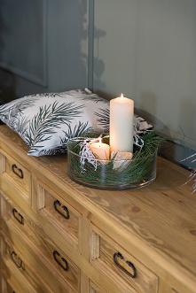 Meble rustykalne z litego drewna sosnowego w blasku świec. Komoda woskowana w kolorze jasny wosk z kolekcji Cera. Dostępna na stronie internetowej. #meblewoskowane #drewno #mebl...