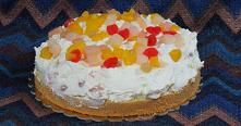 Biszkopt z kremem i owocami. Czasami potrzeba nam szybko łatwego, dobrego, ale efektownego ciasta? Oto taki przepis - biszkopt z bitą śmietaną i owocami. Wilgotny biszkopt u pod...