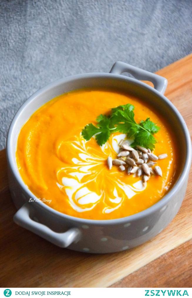 Najprostsza zupa krem z dyni na mleczku kokosowym. Przepis po kliknięciu w zdjęcie.