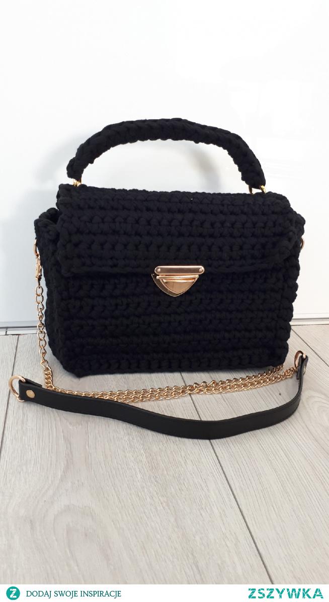 torbka classic bag. minimalizm, klasyka. piekno samo w sobie. zapraszam na facebook: torebki szydełkowe Monika Bazarnik #torebka #torebkadamska #dlaniej #naprezent #prezent