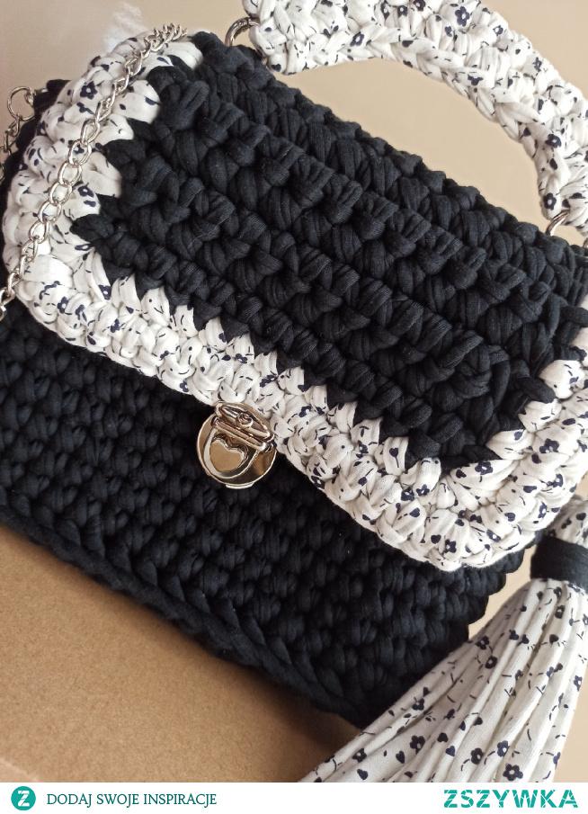 torebka handmade facebook: szydełkowe torebki Monika Bazarnik #torebka #dlaniej  #prezent #naprezent