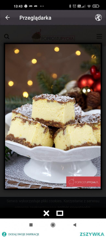 400 g mąki 5 łyżki cukru pudru 200 g miękkiego masła lub margaryny 2 żółtka 1 łyżka przyprawy do piernika 3 łyżki kakao opcjonalnie 1 łyżka smalcu (sprawdzony patent, który stosowała moja babcia aby ciasto było kruche) 1 łyżka śmietany 18 % Masa serowa:  1 kg twarogu sernikowego z wiaderka 130 g cukru 50 g masła lub margaryny (miękkiej) 40 g budyniu waniliowego 200 g śmietanki kremówki 30% 4 jaja 2 białka (które zostały z ciasta) opcjonalnie 2 łyżki dżemu pomarańczowego firmy Stovit niewielka ilość cukru pudru (do oprószenia wierzchu