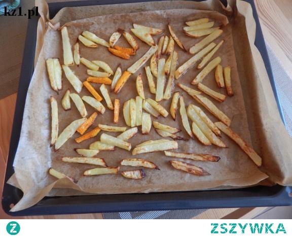 Frytki z warzyw: ziemniaków, pietruszki, marchewki.