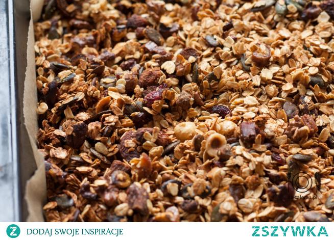Domowa granola - prosty przepis na śniadanie