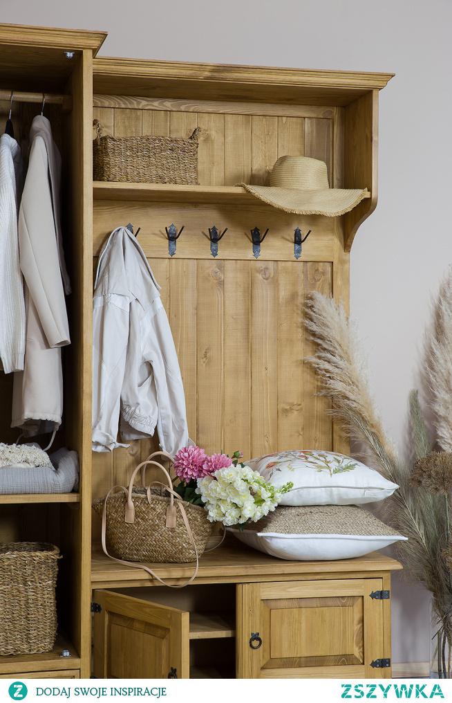 Drewniana garderoba w stylu rustykalnym.#meblewoskowane #drewno #mebledrewniane #vintage #garderoba #meblezdrewna #wnętrza #aranażacje #jadalnia #przedpokój
