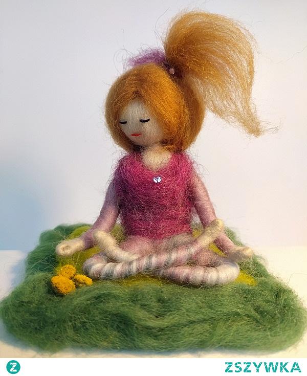 "Yoginka z kolekcji ""Meditation&Entspannung"" Pracownia Magisches Atelier"