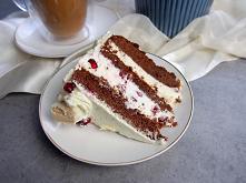 Czekoladowy tort z białymi ...