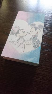 Mickey & Minnie Mouse to jeden z naszych ulubionych motywów :) Na zdjęciu kultowa para w ślubnym wydaniu na pudełeczku na banknoty :D <3