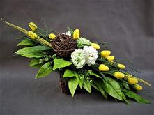 Wiosenny stroik z tulipanów...