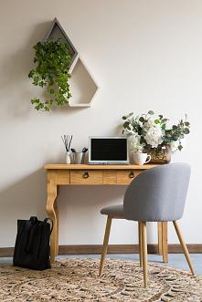 Drewniana konsola w stylu rustykalnym idealna jako toaletka lub dodatkowe miejsce do pracy.  #Meble #Rękodzieło #Stylizacja #Salon #Wystrójwnętrz #Wnętrze #Dodatki #Wystrój #Des...